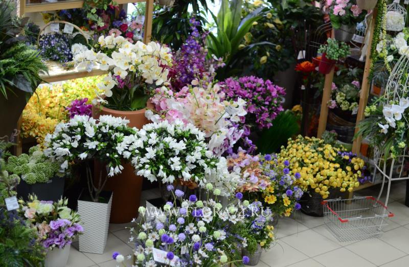 Искусственные цветы для оформления интерьера