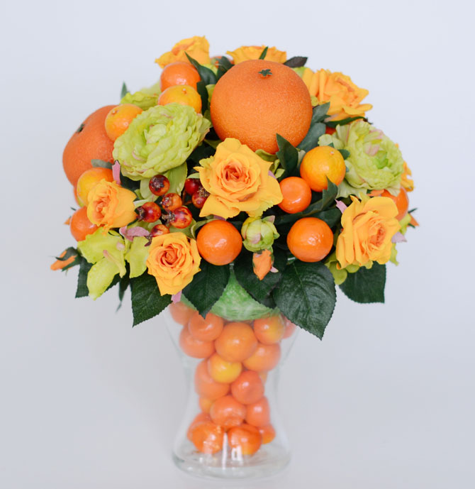 Настольная флористическая композиция с мандаринами