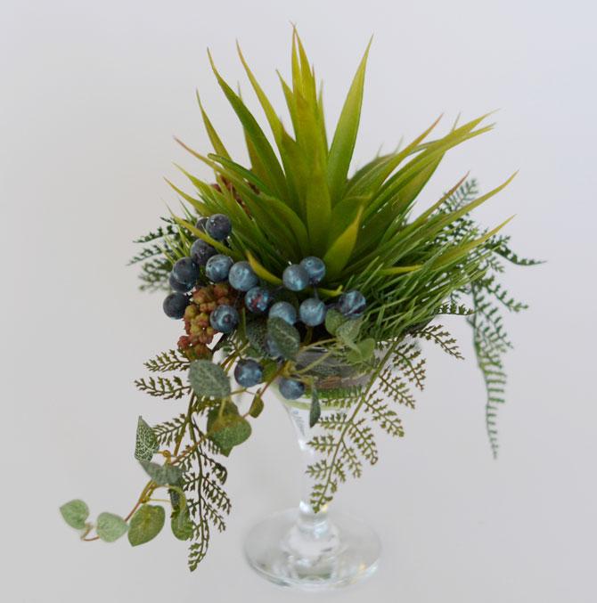 Настольная флористическая композиция в мартини