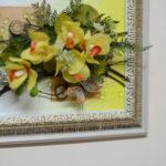 Настенная композиция из искусственных цветов от компании Флора-дизайн