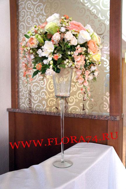 Композиция в стеклянной вазе