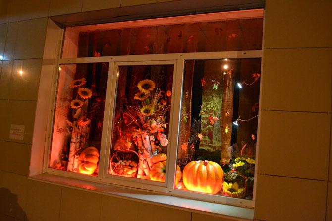 Осеннее оформление витрины