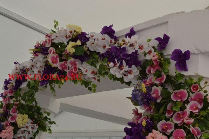 Искусственные цветы для оформления арки