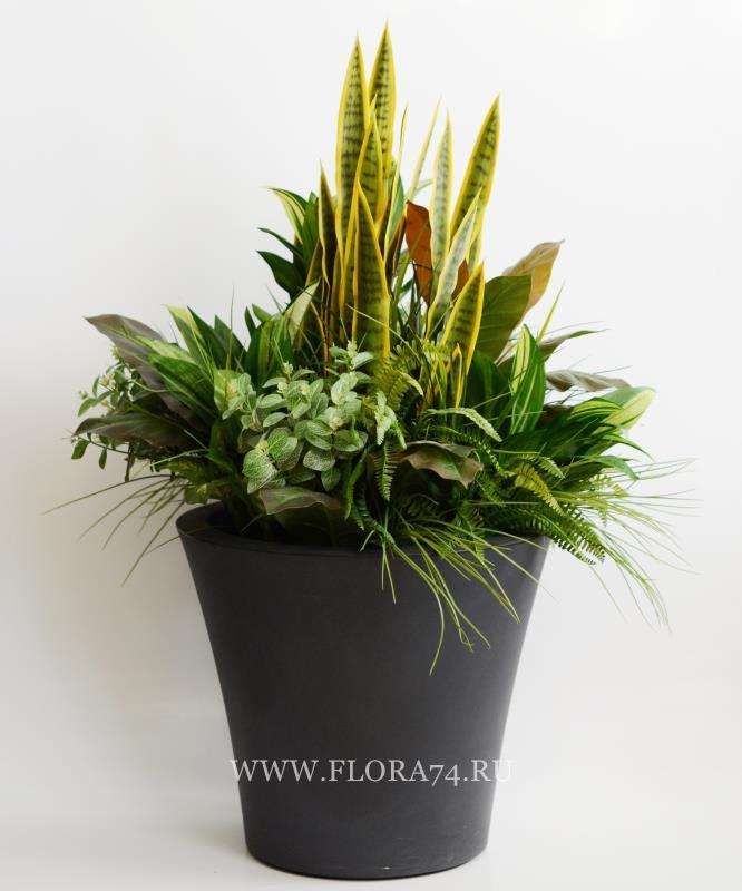 Клумба из искусственных растений