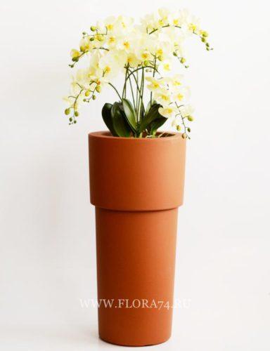 Композиция с искусственными орхидеями