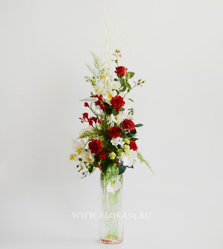 Напольная цветочная композиция