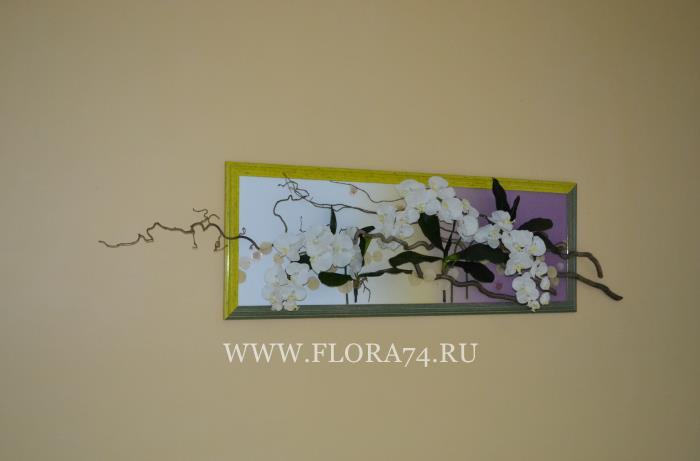 Картина из искусственных орхидей