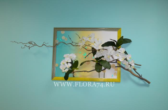 Композиция с белыми орхидеями