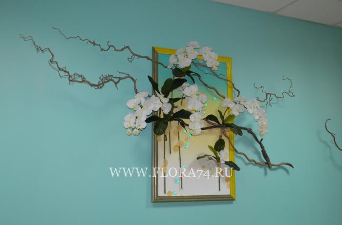 Картина с белой орхидеей