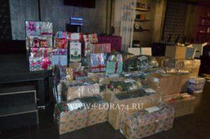 Упакованные новогодние декорации