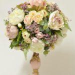 КОМПОЗИЦИЯ СФЕРА из интерьерных цветов «АДАЖИО» в подсвечнике.
