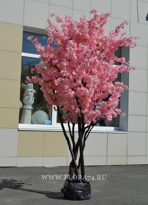 Искусственное дерево.