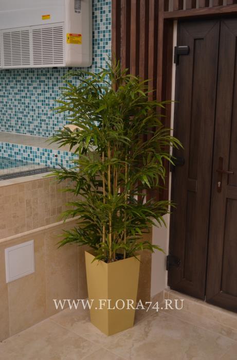 Искусственные растения и деревья.