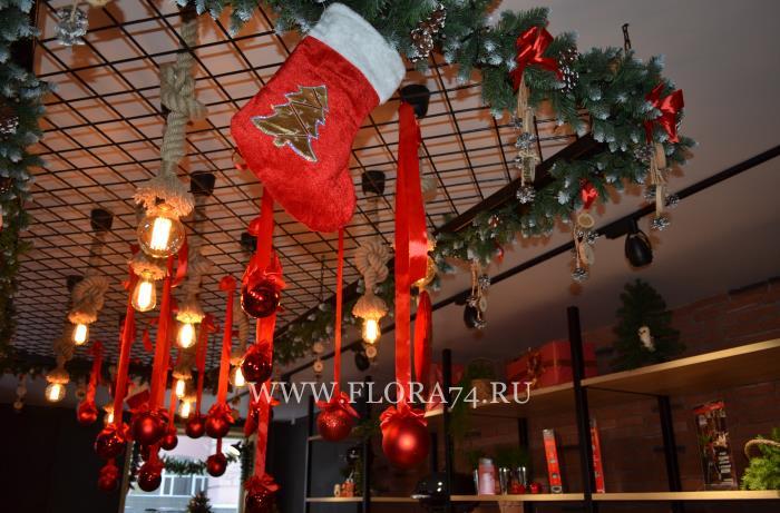 Рождественский дизайн магазина.