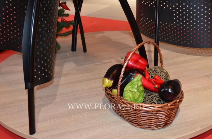 Искусственные овощи.
