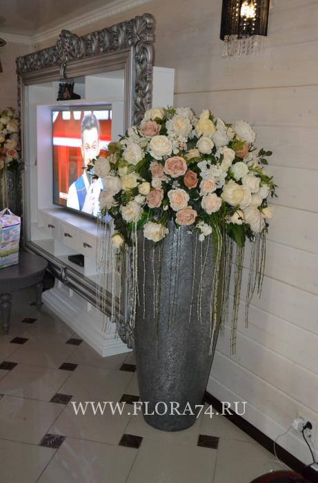Искусственные цветы и букеты.