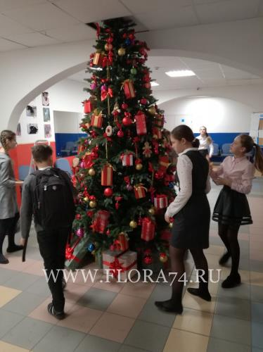Искусственная елка в школу.