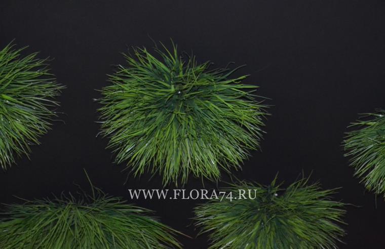 Кочки из искусственной травы.