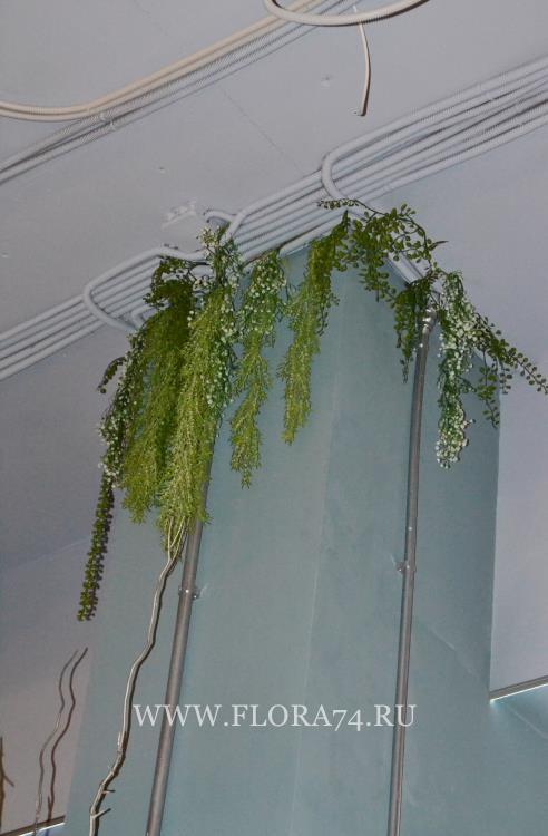 Декорации из искусственных растений.
